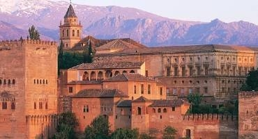 Tour the Alhambra Palaces Granada at night